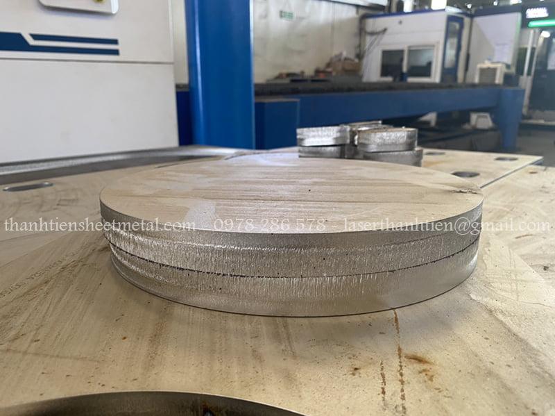 Gia công cắt laser kim loại tấm dày