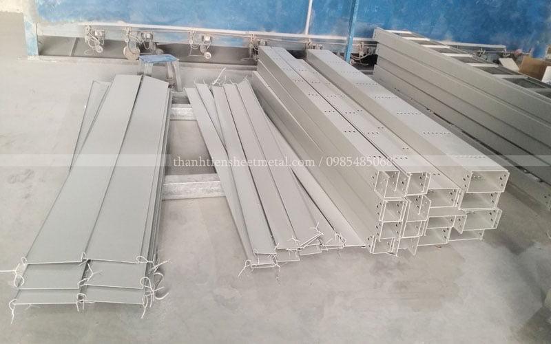 Sản xuất máng cáp sơn tĩnh điện màu ghi chất lượng tốt