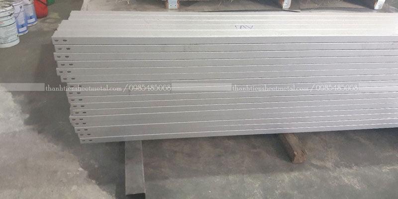 Sản xuất máng cáp 100x50 theo yêu cầu khách hàng
