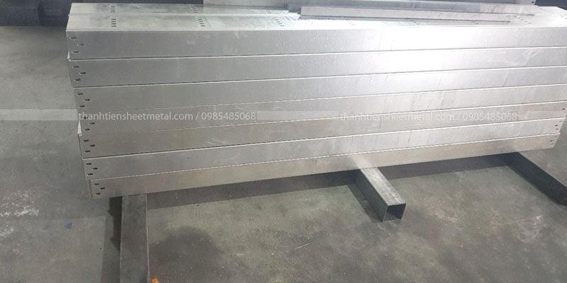 Sản xuất máng cáp 400x150 theo yêu cầu