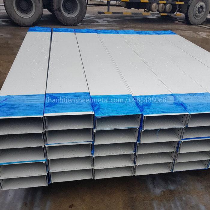 Sản xuất máng cáp sơn tĩnh điện 300x100x1.5