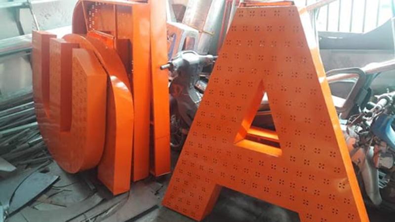 Gia công kim loại tấm sơn tĩnh điện màu cam tại Thành Tiến