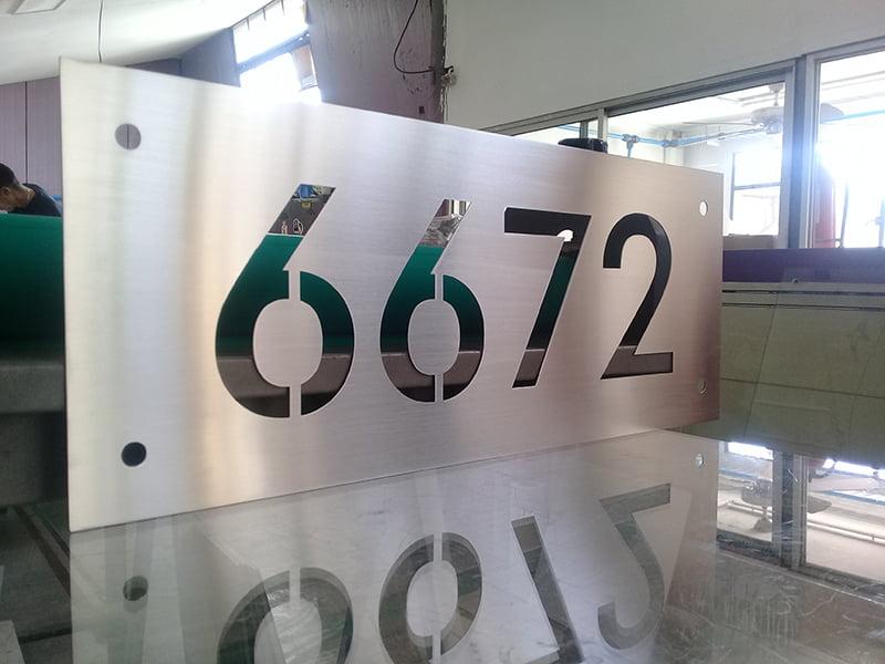 cắt laser chữ kim loại