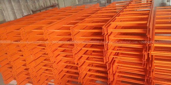 Sản xuất thang cáp sơn tĩnh điện màu cam theo yêu cầu