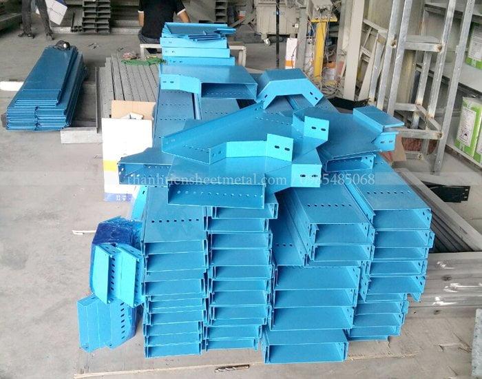 Sản xuất máng cáp sơn tĩnh điện màu xanh dương