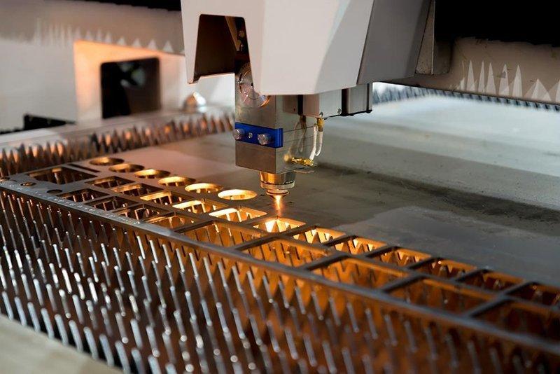 Cắt laser biển quảng cáo kim loại theo yêu cầu tại Hà Nội