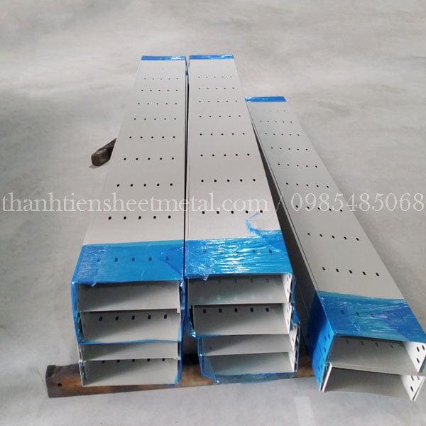 Máng cáp sơn tĩnh điện 300x100 sản xuất tại Thành Tiến