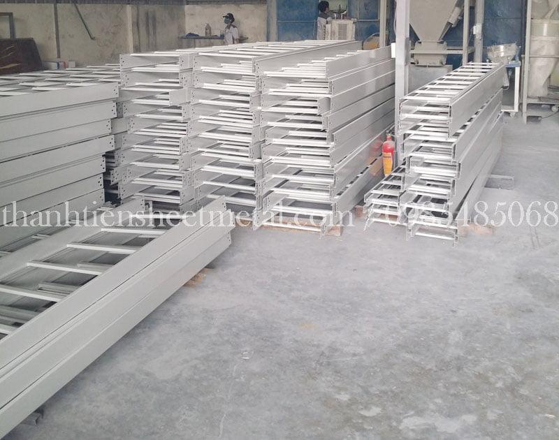 Thang cáp sơn tĩnh điện 500x100 sản xuất theo yêu cầu