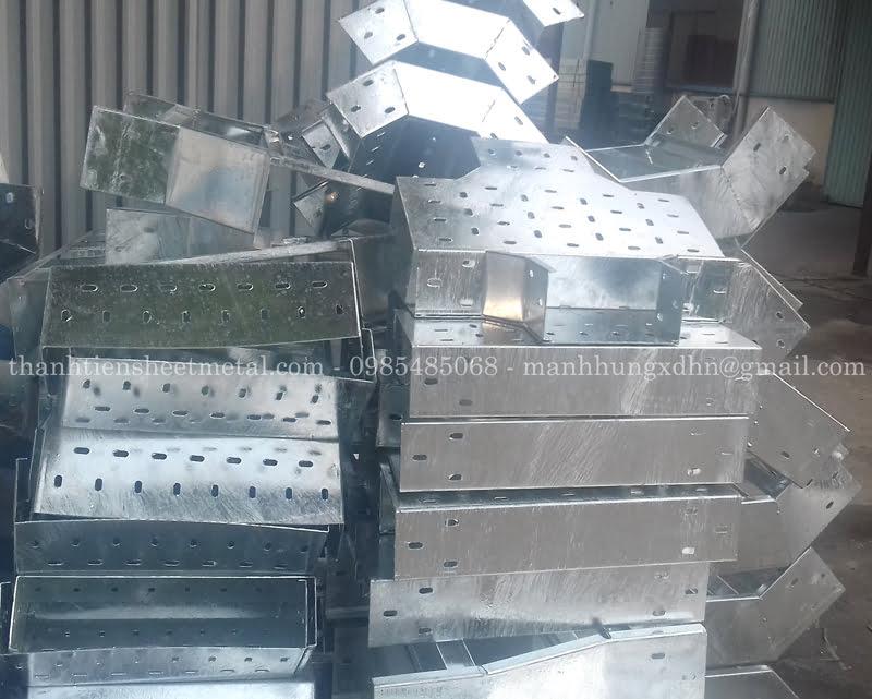 Sản xuất phụ kiện thang máng cáp tại xưởng Thành Tiến