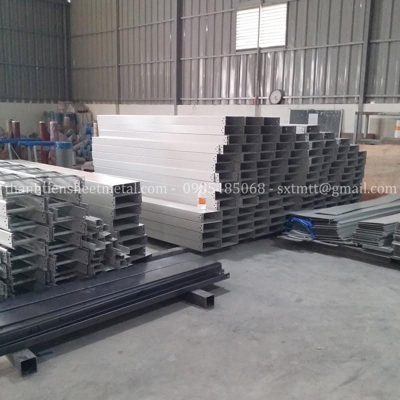 Sản xuất thang máng cáp có nắp tại Hà Nội
