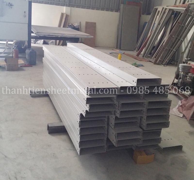 Sản xuất máng cáp 300x50 theo yêu cầu tại Thành Tiến