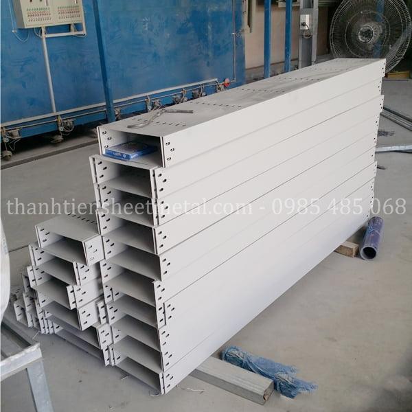 Sản xuất máng cáp 300x150 theo yêu cầu