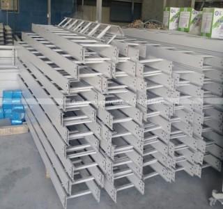 Sản xuất thang cáp 300x100 theo yêu cầu khách hàng